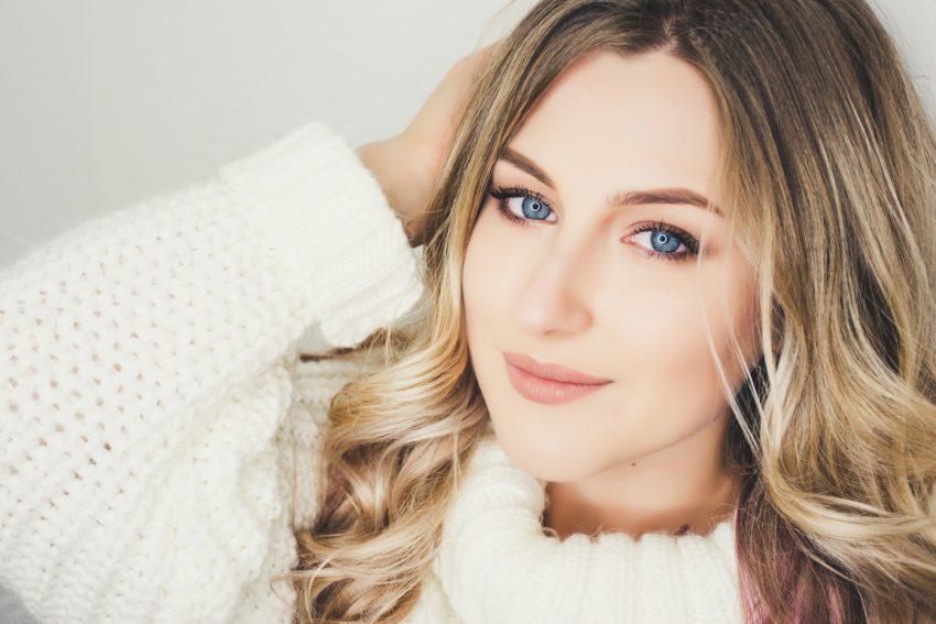 woman wearing white sweater closeup photography